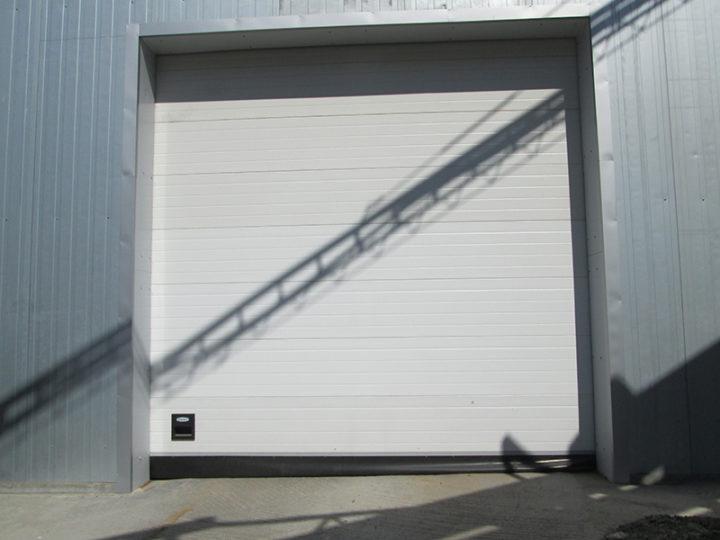 Установка секционных ворот DoorHan с электроприводами Nice SO 2000,