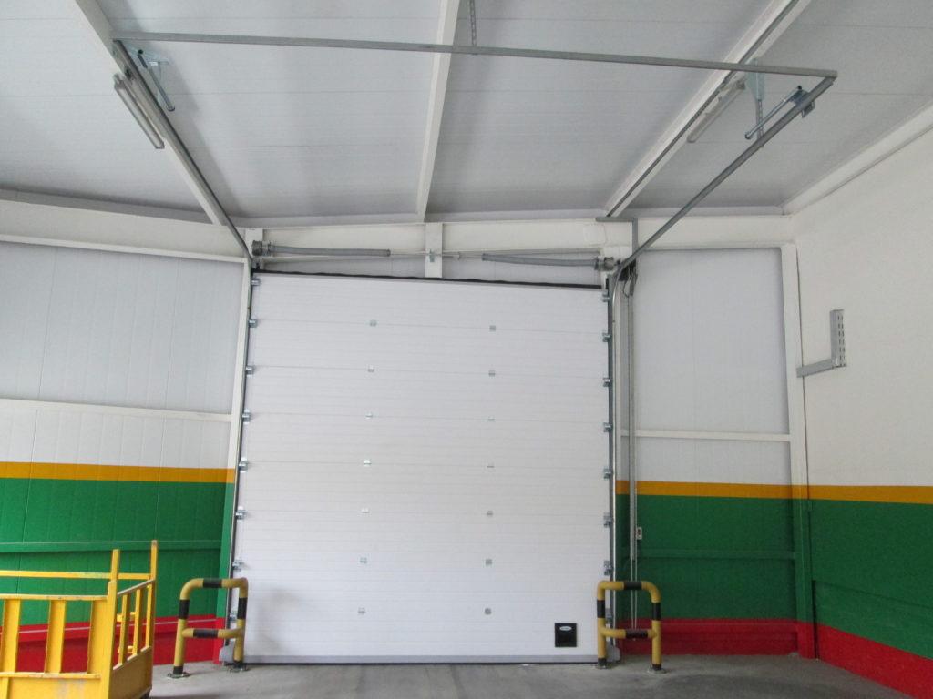 Поставка и монтаж секционных ворот Doorhan