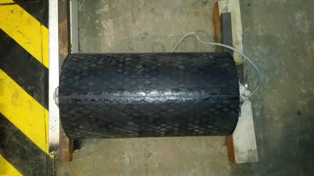 Футеровка приводного барабана конвейера. обрезинивание
