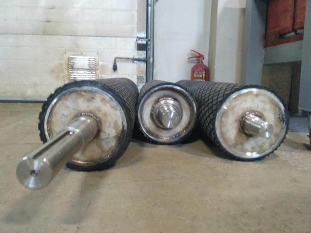 Футеровка трёх барабанов конвейера для магнитного сепаратора