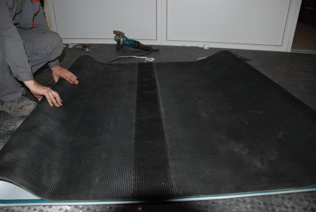 Изготовление конвейерной ПВХ ленты в кольцо с направляющими профилями 13*8