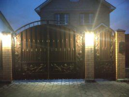 Изготовление распашных кованных ворот по размерам заказчика