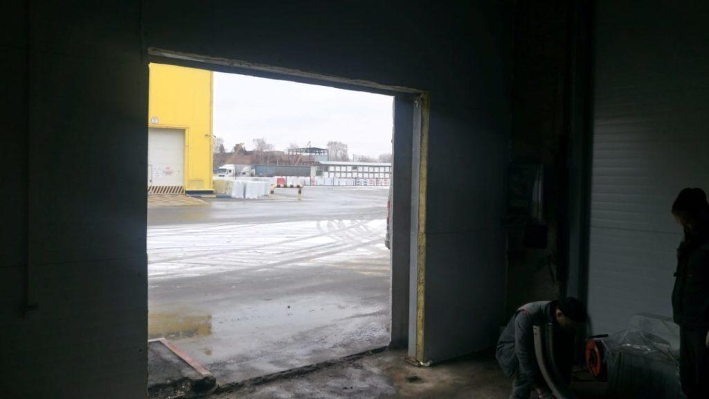 установка секционных подъёмных ворот DoorHan