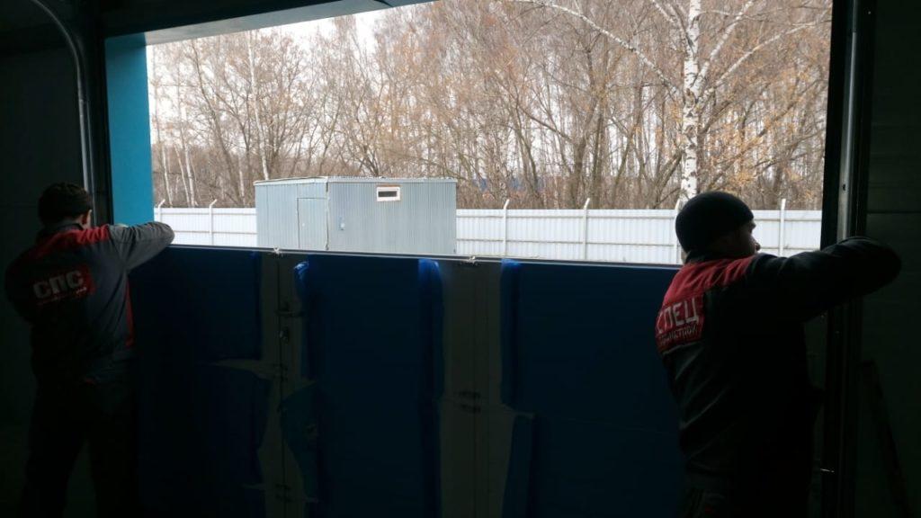 Установка подъёмных секционных ворот DoorHan