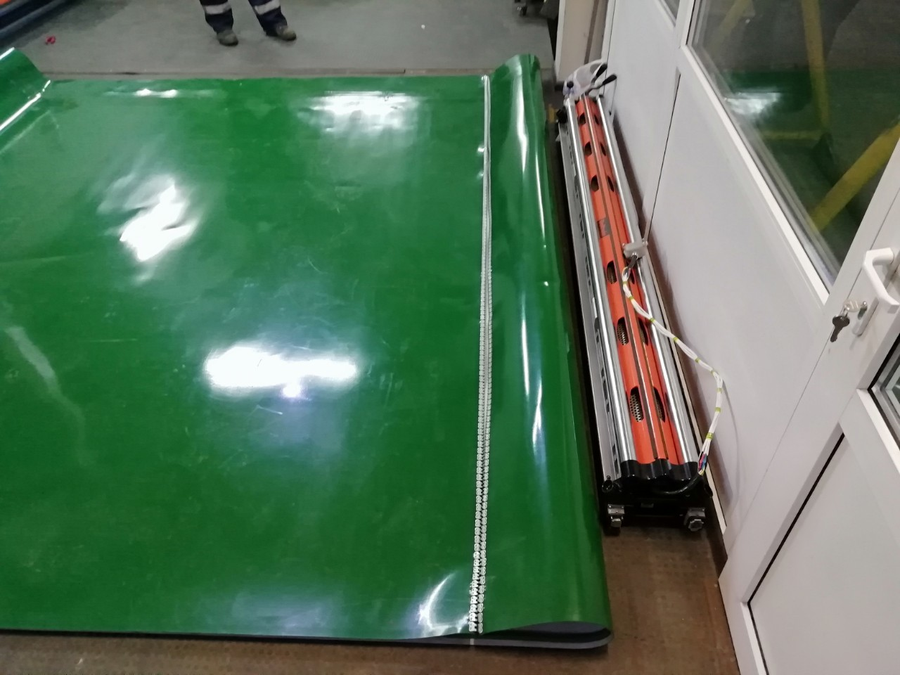 Изготовление транспортёрной ленты ПВХ с замком и направляющими профилями