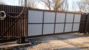 Изготовление и монтаж автоматических откатных ворот с приводом DoorHan