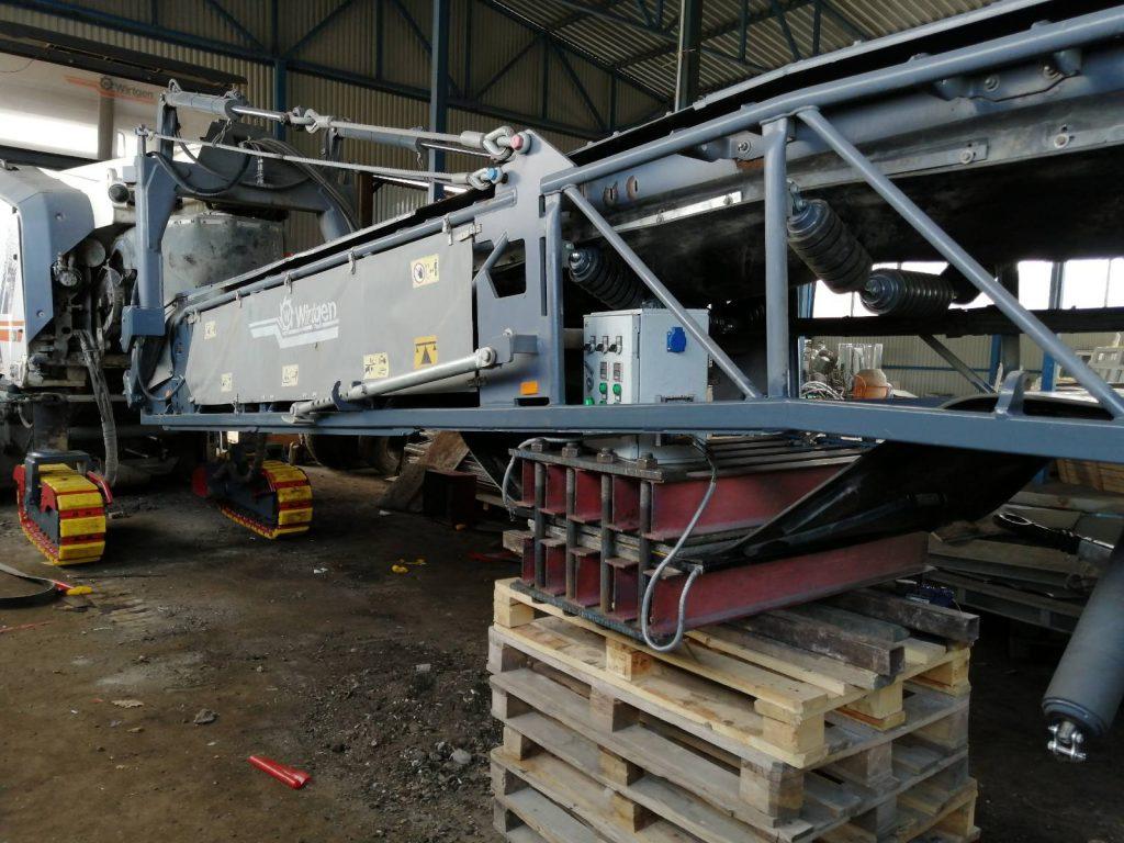 Замена и стыковка транспортёрной ленты на дорожной фрезе Wirtgen